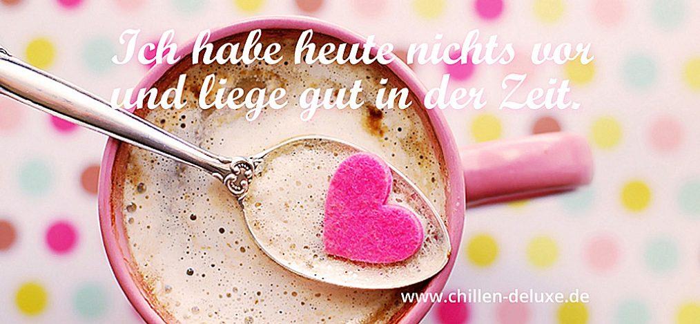 Postkarte: Tasse Cappuccino mit Löffel und Herz