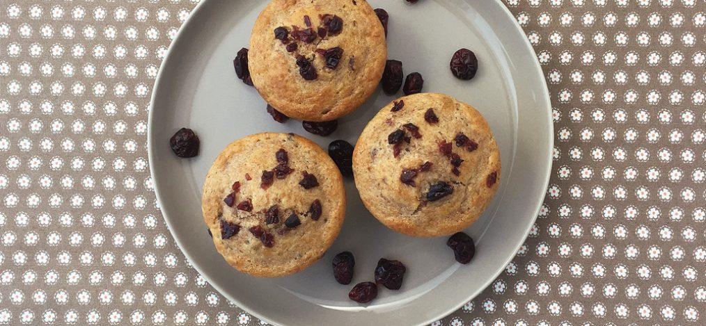 Teller mit Muffins Cranberries Zimt