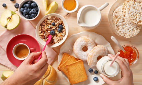Raffiniertes Frühstück mit viel Auswahl