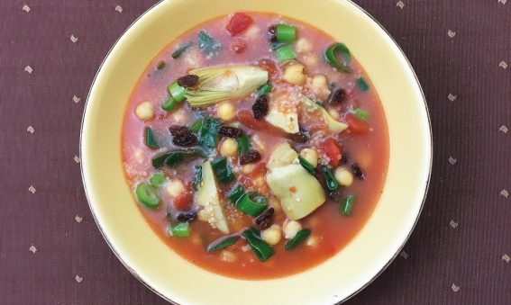 Schale mit orientalischem Gemüseeintopf