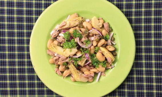 Teller mit weissen Bohnen und Thunfisch