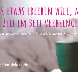 Postkarte: Kaffeetasse vor Bett