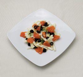 Teller mit Fenchel-Grapefruit mit Oliven
