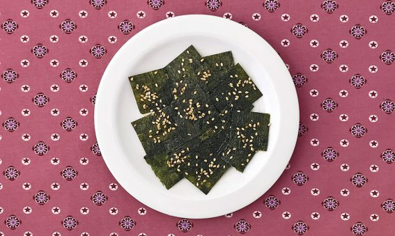 Algen-Chips mit Sesam